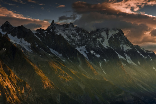 definitelydope:  The Dent du Geant from above Val Veni (Explored) (by Steve Thompson images)