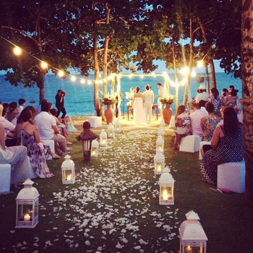 sincerelyadora:  freehugsfromemma:  s0uthern-bliss:  can this be my wedding? someone marry me?  Please let this be me PLEASE   I love the lanterns lining the aisle