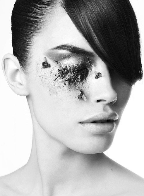 black-white-madness:  Madness:  Makeup by Michelle Campbell, photo by by Rankin