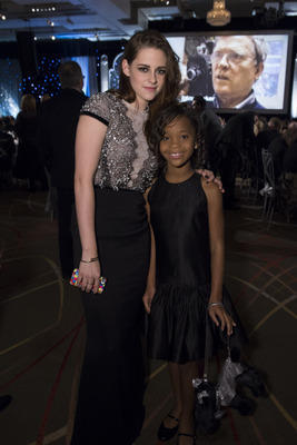 vidalady:  Kristen  Stewart and Quvenzhané Wallis. So cute