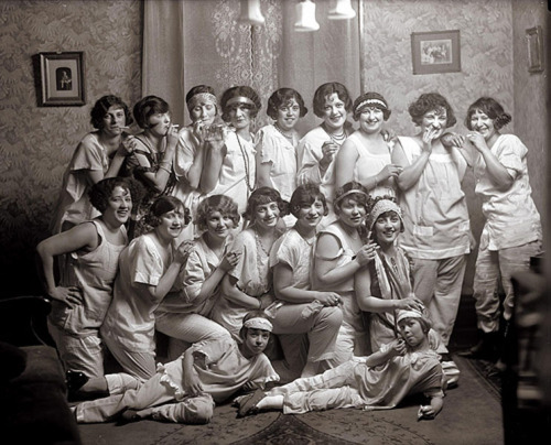 Party girls, c.1924