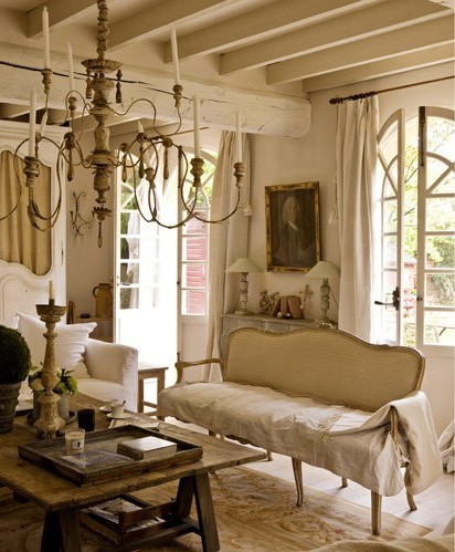 blueroomlady:  (via Living Rooms) And a really classical interior today.
