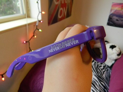 aka-belieber:  ehhhh,these purple glasses c: