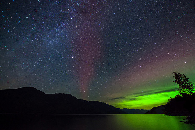 stunningsurroundings:  Aurora and Milky Way in Canada