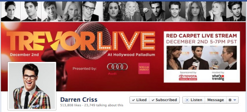 I'M IN DARREN CRISS' FACEBOOK COVER PHOTO. I AM SCREAMING.