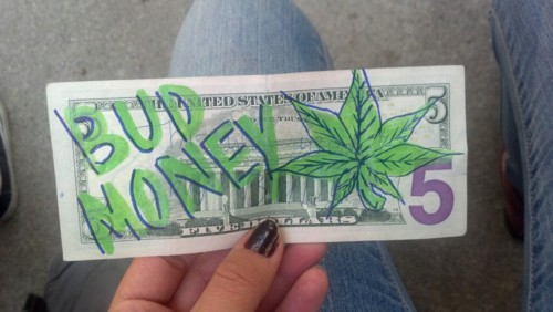 jamie-fernback:  Weed moneyyy   I got 5 on it!!