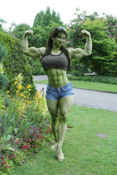 Soooo awesome She-Hulk cosplay…! O.o Unfortunately I don't have any idea who it is :< — with Kevin M Hill, Aero E. Daniels, Christian Simmons and Weindra Si Mata Sharingan.