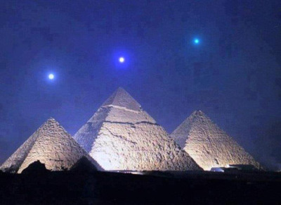 polodrugby:    arpleiadian:  Mercury, Venus, and Saturn align with the Pyramids of Giza for the 1st time in 2,737 years on December 3, 2012.    GTFO