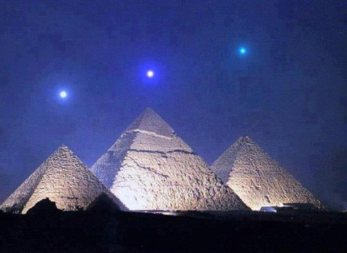 arpleiadian:  Mercury, Venus, and Saturn align with the Pyramids of Giza for the 1st time in 2,737 years on December 3, 2012.