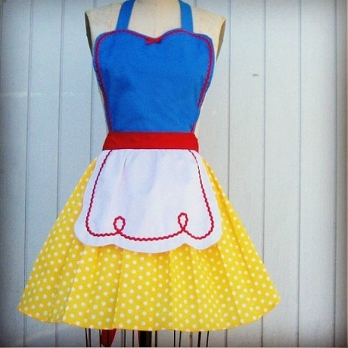 This apron is too cute! I must have it! #apron #snowwhite