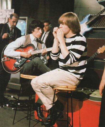 BILL WYMAN et BRIAN JONES (Via moredarkthanshark)