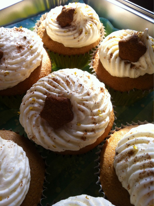 Spiced Rum & Eggnog Cupcakes Gingerbread cake filled with spiced rum and fig infused pastry cream, topped with eggnog buttercream frosting, decorated with a dusting of nutmeg, edible gold stars, and a gingerbread cookie star