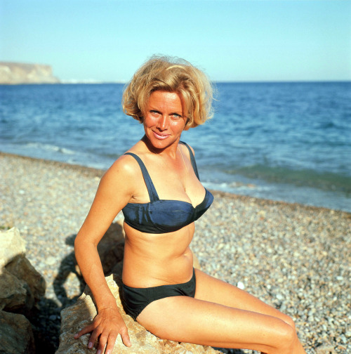 Honor Blackman http://vintage-erotica-forum.com