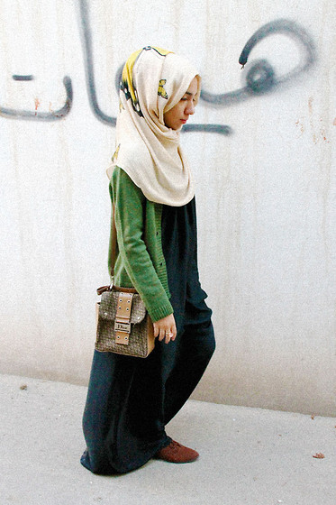 street-hijab-fashion:  I watched it begin again (by Fatima Al-Musawi)