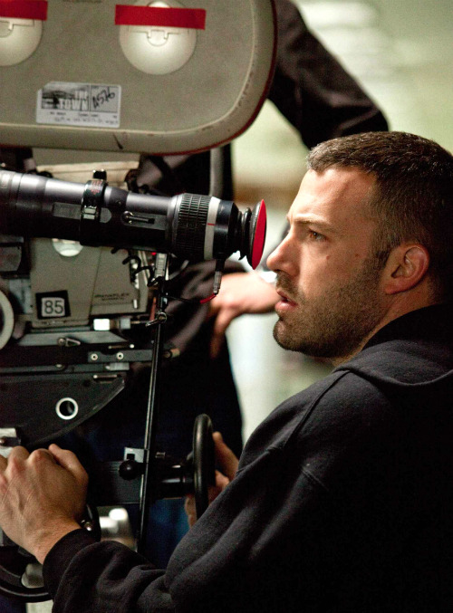 billywilders:  Ben Affleck during filming of The Town.  este dude es cabron!!!!!