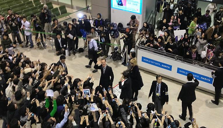 "jello404:  cumberbuddy:  dudeufugly:  Benedict Cumberbatch arriving in Japan (x)  I can't get over this! I'm gunna have to reblog if i haven't already. MADNESS!! I love it!!!  Me either! He's international now! I bet you guys that this is FUCKING his mind up. 4 years ago only Brits knew you. Now girls all around the world are screaming for you and want to have your babies and all the industry folk are DYING to have you in their films. How fucking crazy Is that?  For real. I just said, if that was me, i wouldn't be able to settle for HOURS after an experience like that. All the adrenaline and such an out of body experience almost, my mind would just be racing and trying to take it all in. He's had hysteria but nothing quite like that. Karon was filming it on his phone and i bet it's had a fair few private views since he reached his hotel. ""Can't believe that actually happened"".  I'm so excited for him about how 2013 pans out. He can't possibly better 2012, can he?!"
