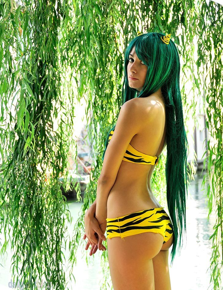 cosplay-paradise:  Lamu the Invader Girl http://cosplay-paradise.tumblr.com