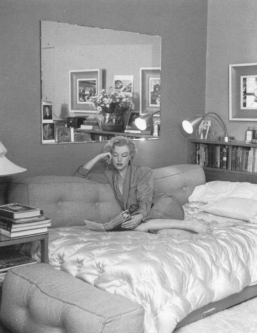 marilyn monroe at home mo cani l 39 od onie. Black Bedroom Furniture Sets. Home Design Ideas