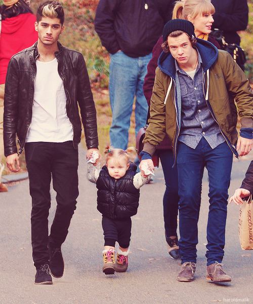 bringmethed:   Zarry as daddies ♡  #its like full house with Daddy Harry and Sexy Uncle zayn and Taylor fucking Swift as fucking Kimmy Gibbler.  this picture would be perfect if Taylor wasnt in it…..