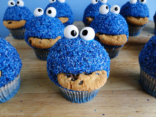 Commission: Cookie Monster Cupcakes by *cakecrumbs