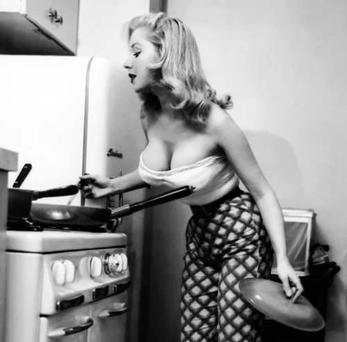 theniftyfifties:  Betty Brosmer in the kitchen.