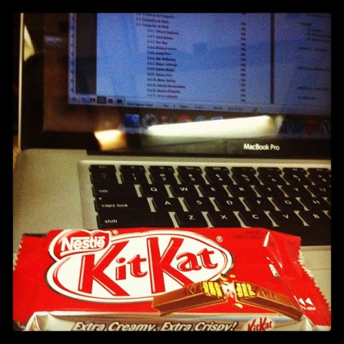 Have a break, have a Kit Kat! 😋😉😜 (at Biblioteca Central (BCE))