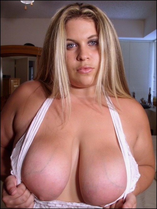 Sizzling Showing For Big Titted Blonde Pics 1