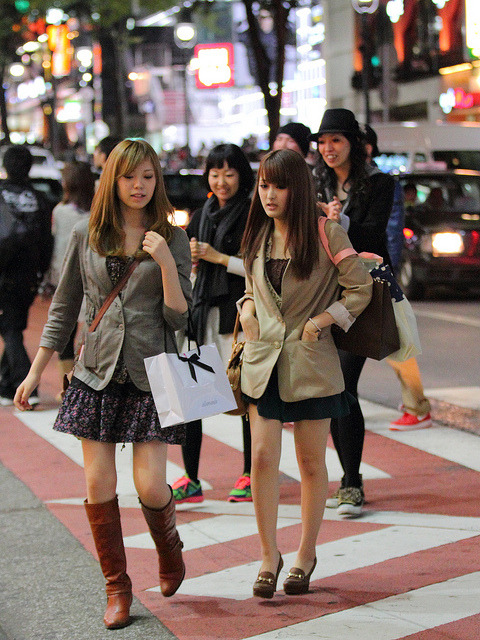 Arm position by Asian (Street) Impressions on Flickr.Tramite Flickr: Shibuya