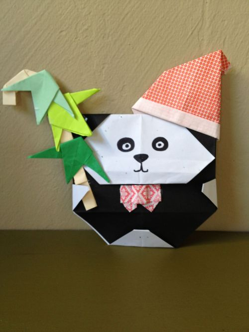 This week's Origami Holiday Panda class project. The bamboo candy cane and leaves are my design. The rest are diagrams from Origami Club website.