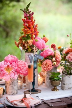 burnettsboards:  pink table decor