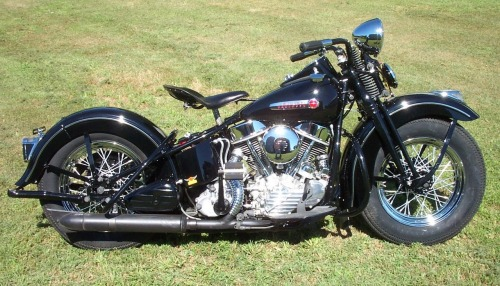 loveharleys58:  1948 panhead   Fucking want!