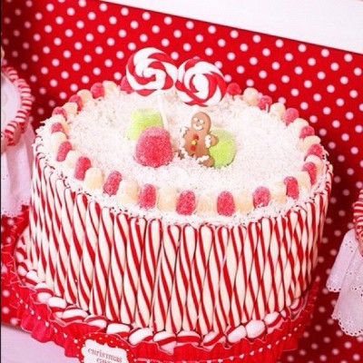 Cutest Christmas cake! #christmas #cake #whitesands
