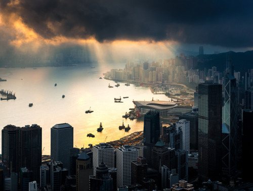 landscapelifescape:  Hong Kong, China after typhoon by Coolbiere. A.