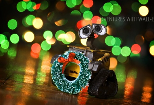 Deck the halls with boughs of Wall-e! Fa la la la la, la la la la. 338/366