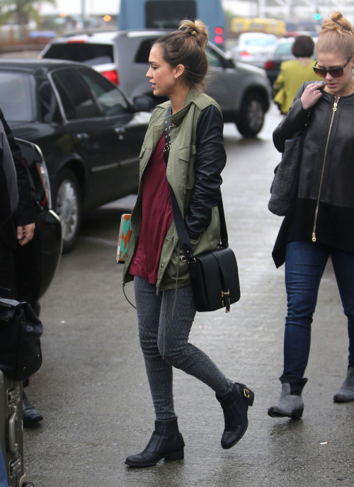 heartgoestofashion:  somecelebrities:  jessica alba  MORE STREET STYLE, CLICK HERE!