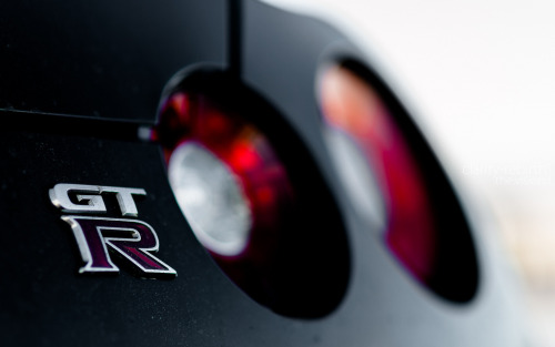 crash—test:  Nissan GT-R (by Clarity-Rebirth)