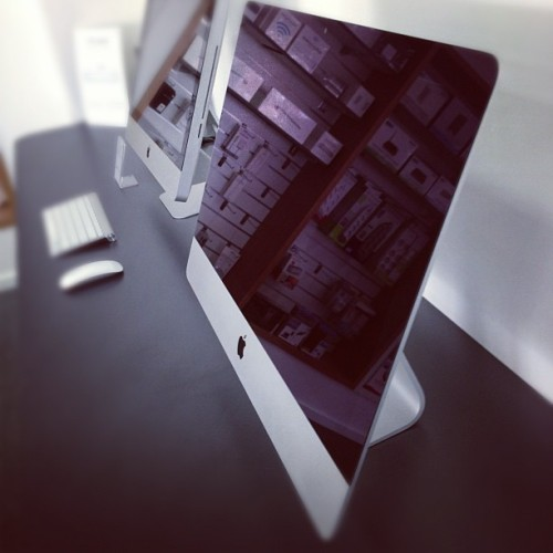 lovebuzzing:  New iMac. So sexy. In stock now!! #imac #apple #codas #instock #thin #2012 (at Codas)   As sexy as they may be, the new iMac won't replace my 2007 one. Too closed device for HD replacement, RAM upgrade.  I will buy Mac mini.