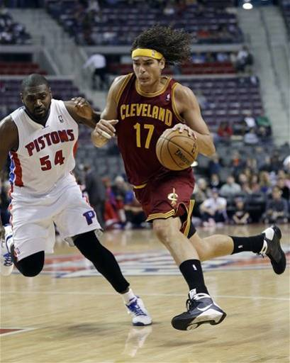 Anderson Varejao and Jason Maxiell square off in front of nearly 250 fans in Detroit. (AP Photo/Paul Sancya)