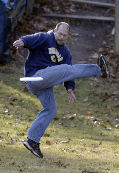 A #michiganman with an epic under leg frisbee catch while smoking