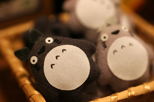 dreams-of-japan:  Owls? by bonnipink on Flickr.  Totoros!