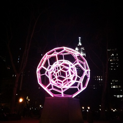 BUCKYBALL by Leo Villareal shout out to @danbeyer #publicart #LED #geodesic #spheres (at Madison Square Park, NY)