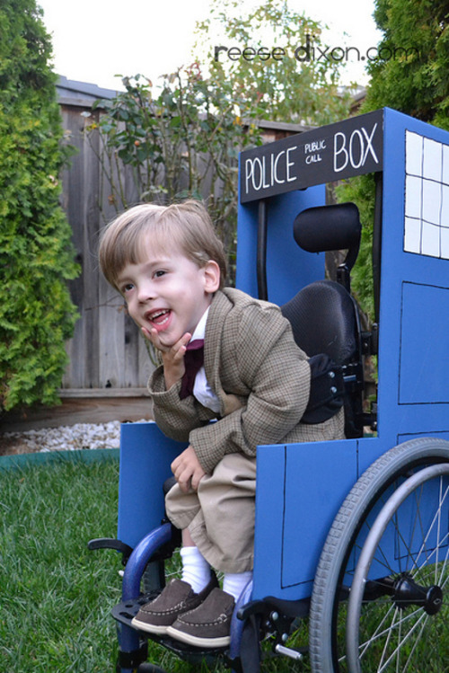 ramblingsofayoungman:       Mom makes epic Doctor Who costume for son Everybody wants to be the Doctor, but unfortunately Matt Smith's trademark tweed jacket doesn't come in everyone's size. Fortunately for this kid, he's got a crafty mom who found a way to fashion an Eleventh Doctor jacket that fits him perfectly, and she even fashioned his wheelchair into a sweet TARDIS.