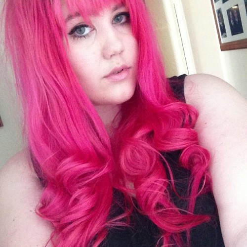 Getting ready in super hot perth weather 👎💀 #me #pink #hair #curls