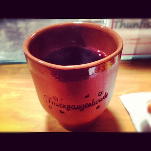 Hot rum and wine. The Germans know how to do Christmas 🇩🇪🍷👌#christmas #markets #germany #instagood #instamood #instadrunk #jj #iphonesia #weichnachts #markt #hot #rum #wine #sweet #drinks (at Lambertimarkt-Weihnachtsmarkt)