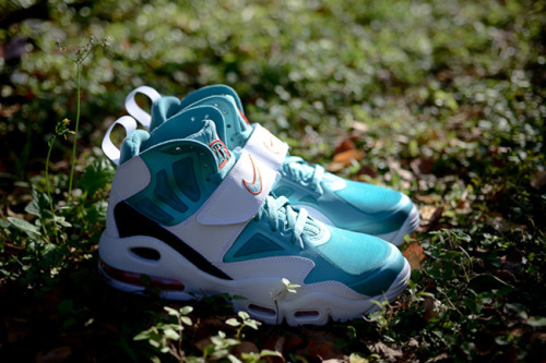 News: Nike Air Max Express - DolphinsAfter the Air Penny V, Air Speed ​​Turf Max and Air Huarache Free is the time of Air Max Express…View Postshared via WordPress.com