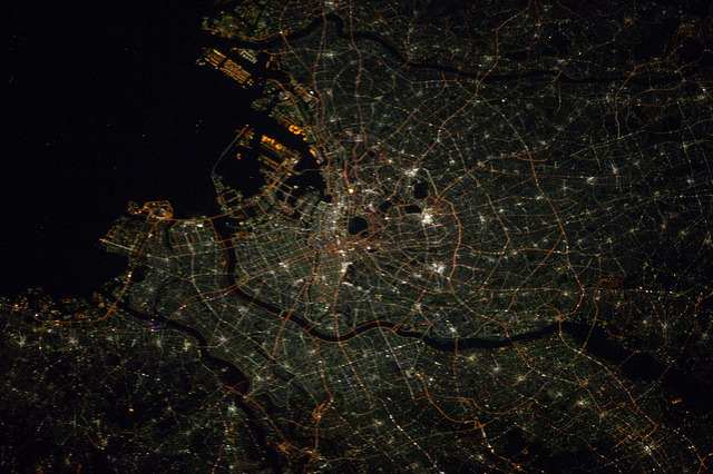 "Tokyo at Night (NASA, International Space Station, 11/14/12) by NASA's Marshall Space Flight Center on Flickr.A través de Flickr: This nighttime photograph, taken by one of the Expedition 33 crew members aboard the International Space Station, features city lights of Tokyo, on the north west side of Tokyo Bay. North is toward the lower right-hand corner of the image. Nadir point of the location on Earth was 33.9 degrees north latitude and 139.5 degrees east longitude.   Image credit: NASA  Original image:spaceflight.nasa.gov/gallery/images/station/crew-33/html/… More about space station research:www.nasa.gov/mission_pages/station/research/index.html There's a Flickr group about Space Station Research. Please feel welcome to join! www.flickr.com/groups/stationscience/ View more photos like this in the ""NASA Earth Images"" Flickr photoset:www.flickr.com/photos/28634332@N05/ _____________________________________________ These official NASA photographs are being made available for publication by news organizations and/or for personal use printing by the subject(s) of the photographs. The photographs may not be used in materials, advertisements, products, or promotions that in any way suggest approval or endorsement by NASA. All Images used must be credited. For information on usage rights please visit: www.nasa.gov/audience/formedia/features/MP_Photo_Guidelin…"