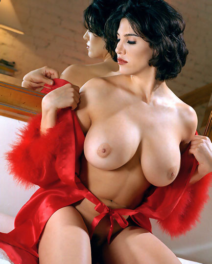 vanillaedge:  Curvy, red, hips, boobs, mirror - perfect Tumblr shot.