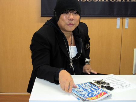 "[NOAH/Onita News] Atsushi Onita held a press conference to announce that the upcoming 6 man tag between him and KENTA at NOAH's Ryogoku show on December 9th will be contested under a Street Fight Tornado 6 Man Tag Death Match rules. Onita also mentioned the ""RUMOR"" report of Kobashi becoming and a freelance work and Akiyama resigning from NOAH by the end of the year. Onita is not one to let any kind of issue/turmoil fly by without making mention of it. Onita was usually the one at the center of controversy and accusations in the past. He also mentioned that by all means he wouldn't mind having a match against Kenta Kobashi.Atsushi Onita then announced that he will be hosting his own end of the year show on December 21st at the Shinjuku Face.Atsushi Onita Pro-Wrestling ""2012 YEAR END~A Whole Lot of Pro Wrestling~I Thank You"", 12/21/2012 [Fri] 19:00 @ Shinjuku FACE in Tokyo(1) Jado-gun vs. ZERO1 Tag Match: Magnitude Kishiwada & The Winger vs. James Raideen & Travis Banks(-) Kenka Pro-Wrestling Produce Match: Kazumasa Nihei, Tomohiko Hashimoto & Kazuhiko Matsuzaki vs. Fugo Fugo Yumeji, One-man Crew & Naoshi Sano(-) Chain Deathmatch: Mr. Pogo vs. Katsunari Toi(-) Jado-gun vs. ZERO1 Tag Match: Hideki Hosaka & Kenichi Fujii vs. Shinjiro Otani & Yoshikazu Yokoyama(-) Mixed Tag Match: Dump Matsumoto & Leatherface vs. Miss Mongolia & Raiden~ Special Referee ""Jado Princess"" Megumi Kudo(6) Main Event ~ Captain Fall Street Fight Tornado 6 Man Tag Death Match: Atsushi Onita, Masato Tanaka [ZERO1] & Ichiro Yaguchi vs. Akebono [Free], Takuya Sugawara [ZERO1] & Mineo Fujita [ZERO1]"