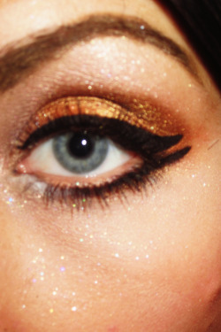 Bronze colors really bring out blue eyes. True gold for the lid, darker bronze in the crease, and a shimmery white for the brow bone. double black liquid lines, and white eyeliner around the inside corner of the eye. ta-da!