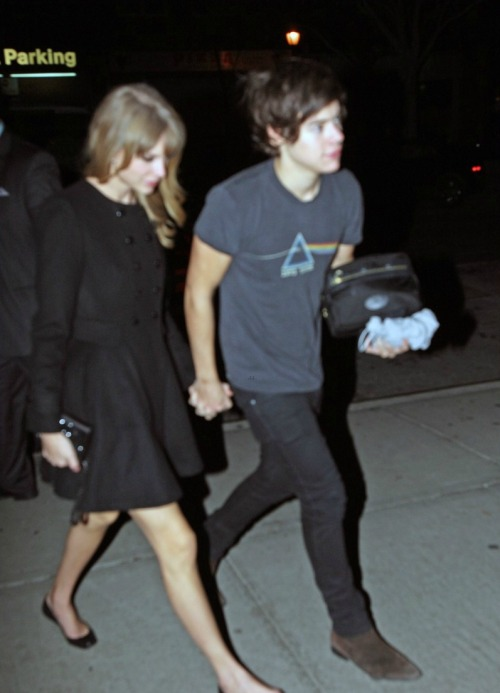 Taylor Swift and Harry Styles were spotted holding hands in NYC last night! Click for more!
